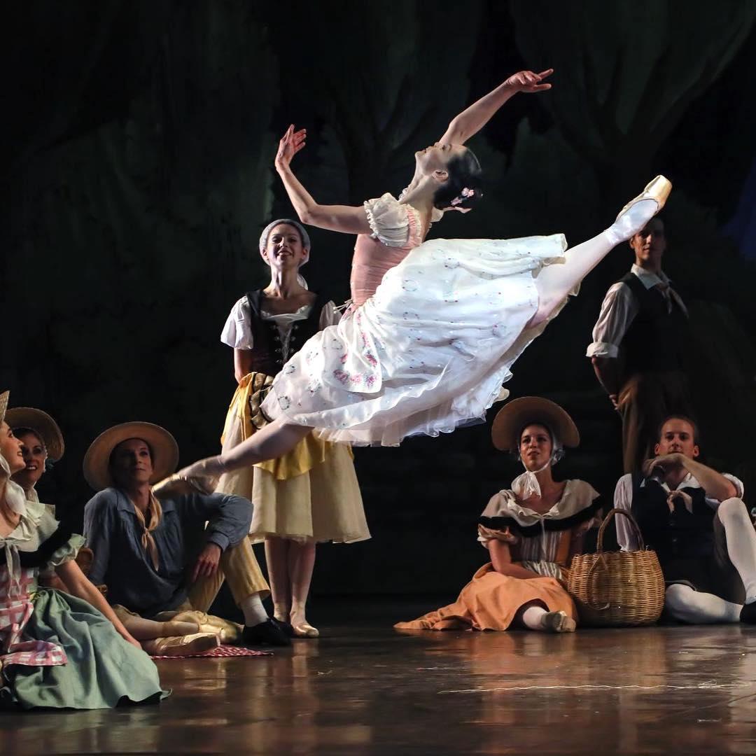 Alice Renavand danse La fille mal gardée