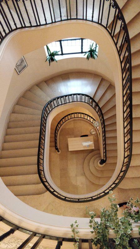 Académie Princesse Grace de Monaco : escalier intérieur