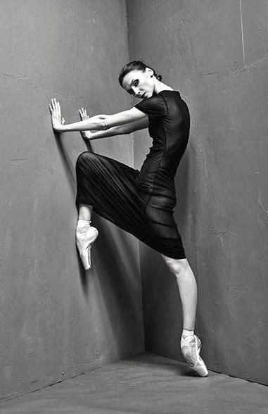 Svetlana Zakharova jambes en X