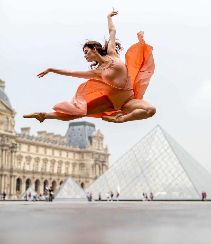 Brittany Cavaco au Louvre